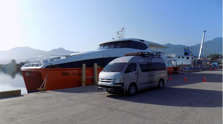 Direct shuttle bus between Antigua and La Ceiba (ferry terminal Utila / Roatan)